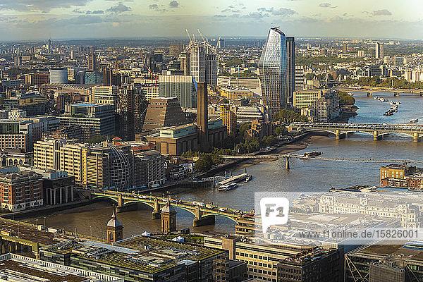 Themse mit Blackfriars  London Bridge und Blick auf London City
