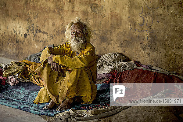 Old man with terminal illnesses at Mukti Bhawan  Indian death hotels