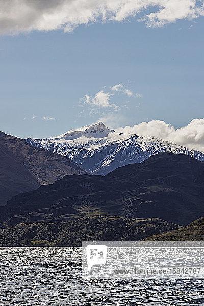 Mount Aspiring Türme über dem Lake Wanaka Neuseeland an einem sonnigen Tag