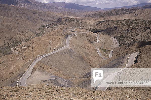 Straße und Städte im Atlasgebirge