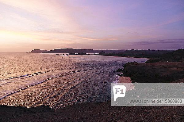Sonnenuntergang an der Küste des Indischen Ozeans