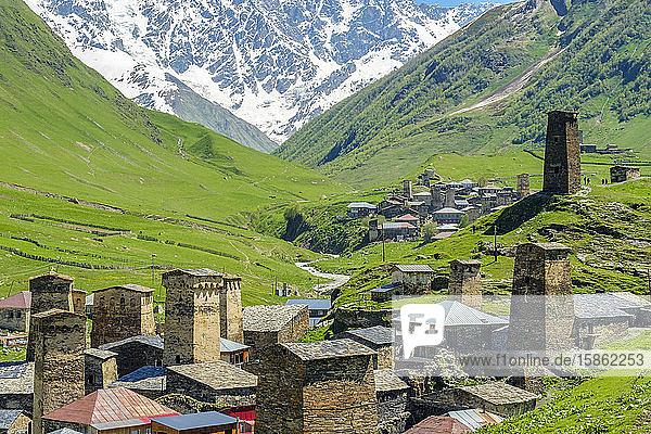 Steinturmhäuser in Chazhashi  Ushguli  Region Samegrelo-Zemo Svaneti  Georgien