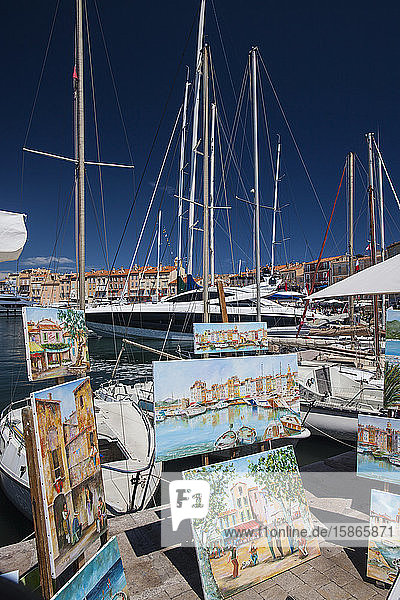 Street artists selling paintings  St. Tropez  Var  Provence  Cote d'Azur  French Riviera  France  Mediterranean  Europe