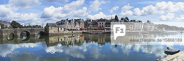 View of Saint Gustan old town square and port on the Riviere d'Auray in summer; Saint Gustan  Brittany  France