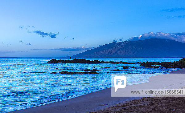 Kamaole One and Two beaches at dusk  Kamaole Beach Park; Kihei  Maui  Hawaii  United States of America