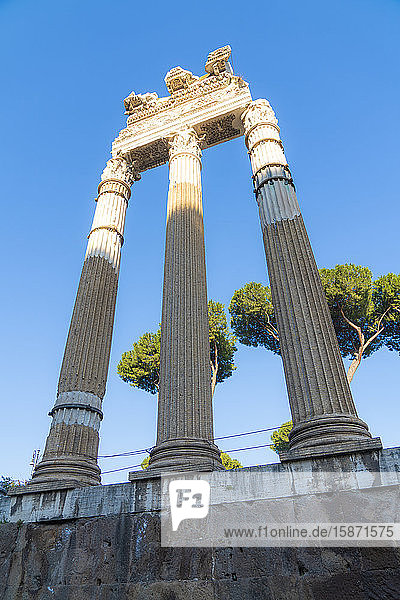 Ruins and columns  Imperial Forum (Fori Imperiali)  UNESCO World Heritage Site  Rome  Lazio  Italy  Europe