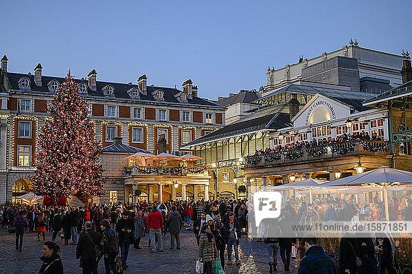 Christmas scene at Covent Garden  London  England  United Kingdom  Europe