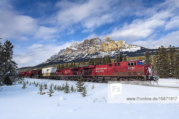 Canadian locomotive passing Castle Mountain in winter  near Banff  Alberta  Canadian Rockies  Canada  North America