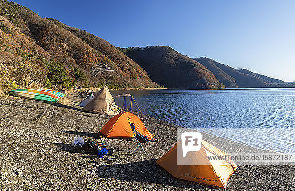 People camping next to Lake Motosu  Yamanashi Prefecture  Honshu  Japan  Asia