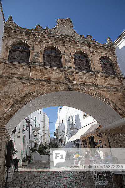 A Baroque style arch in the Centro Storico of the medieval city of Ostuni  Puglia  Italy  Europe