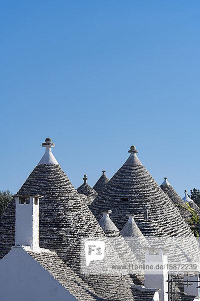Conical dry stone roofs on traditioanl houses in Alberobello  UNESCO World Heritage Site  Bari Province  Puglia  Italy  Europe