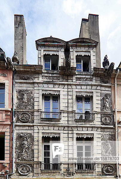 Europe  France  Chalon-sur-Saône city  Bourgogne-Franche-Comté department  four season house in the old town  built in 1657  his bas-reliefs in plaster represents four profile faces and four loves bearing flowers  wheat  fruit or fagot  personifying the four seasons
