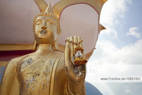 Buddha-Statue mit Charme  Krabi  Thailand