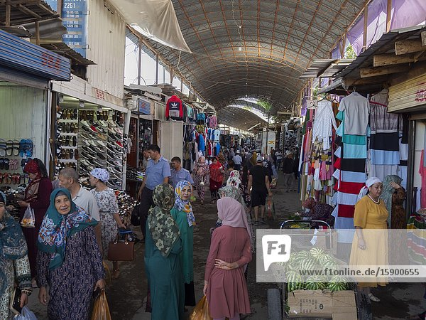 Jayma Bazaar  one of the greatest traditional markets in central asia. City Osh in the Fergana Valley close to the border to Uzbekistan. Asia  central Asia  Kyrgyzstan.