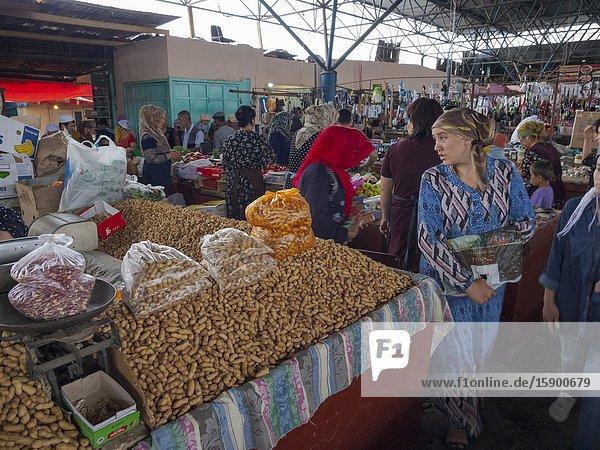 The traditional Bazaar. City Uzgen (Oesgoen  Usgen) close to the border to Uzbekistan. Asia  central Asia  Kyrgyzstan