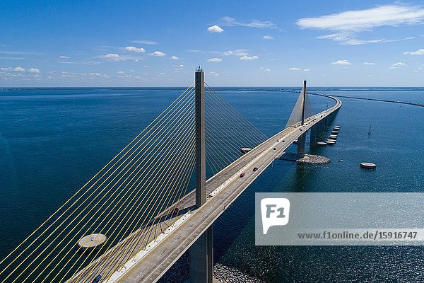 The Bob Graham Sunshine Skyway Bridge between St. Petersburg and Palmetto (Terra Cia) Fflorida.