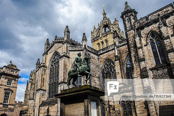 Equestrian statue of King Charles II  St Giles Cathedral  Parliament Square  Old town of Edinburgh  Scotland  United Kingdom  Europe.