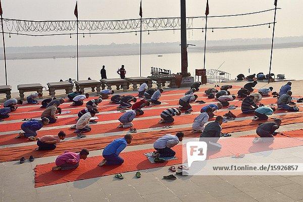 India  Uttar Pradesh  Varanasi  Asi ghat  Morning Yoga class.
