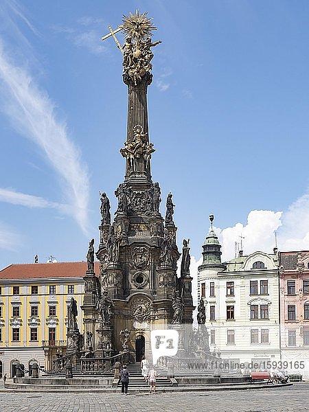 Stadtplatz Oberring mit Unesco Weltkulturerbe Dreifaltigkeitssäule von Olmütz  Olomouc  Nord-Mähren  Tschechien  Europa