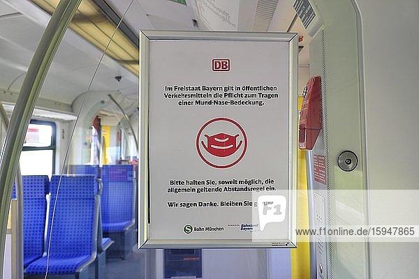 Hinweisschild in der S-Bahn zum Tragen von Mund- und Nasenschutz  München  Bayern  Deutschland  Europa