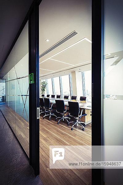Moderner Konferenzraum im Büro