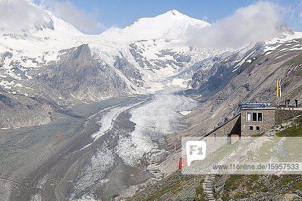 Glacier lift to the Pasterze in the Grossglockner massif  Franz-Josefs-Höhe  Heiligenblut  Carinthia  Austria  Europe