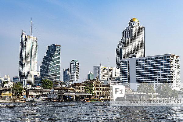 Skyline von Bangkok  Fluss Chao Phraya  Bangkok  Thailand  Südostasien  Asien