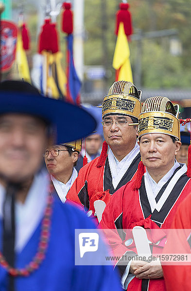 Traditionelle Parade vor dem Changdeokgung-Palast  Seoul  Südkorea  Asien