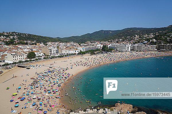 Der Strand von Tossa  Tossa de Mar  Costa Brava  Katalonien  Spanien  Mittelmeer  Europa