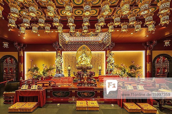 Interior of the Buddha Tooth Relic Temple and Museum  Singapore  Republic of Singapore.