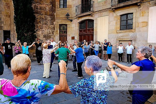 Catalans dancing the Sardana  a traditional dance in the Palau de la Generalitat de Catalunya near Barcelona Cathedral  Catalonia  Spain.