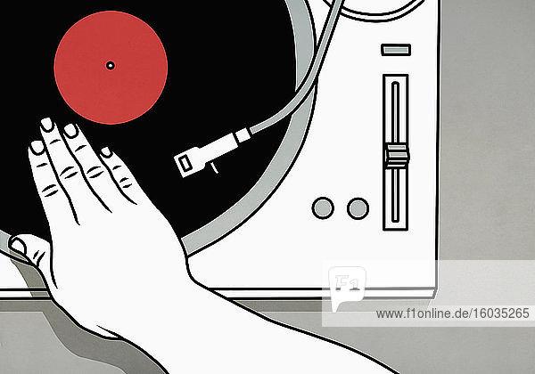 DJ dreht Vinyl-Schallplatte auf dem Plattenteller