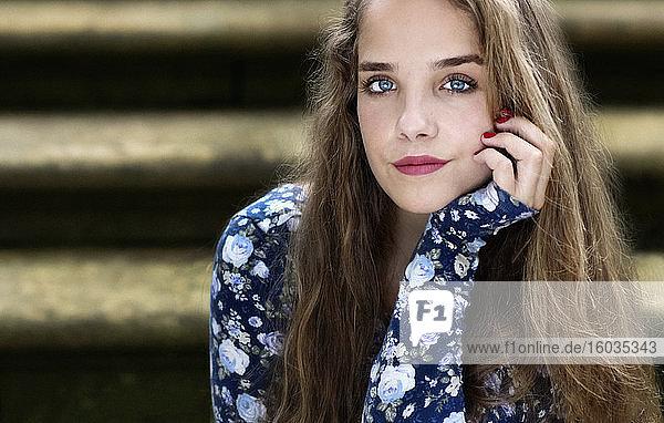 Porträt einer schönen Teenagerin