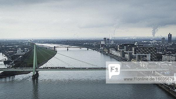 Brücken über den Rhein  Köln  Deutschland