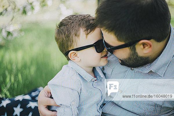 Vater mit Sohn (2-3) Bindung