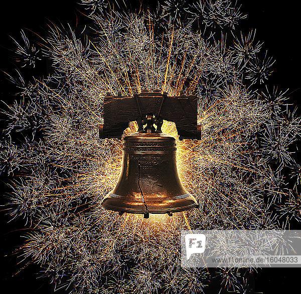 Freiheitsglocke gegen Feuerwerk