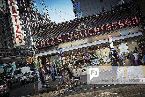 Katz's Delicatessenladen  East Village; Manhattan  New York  Vereinigte Staaten von Amerika