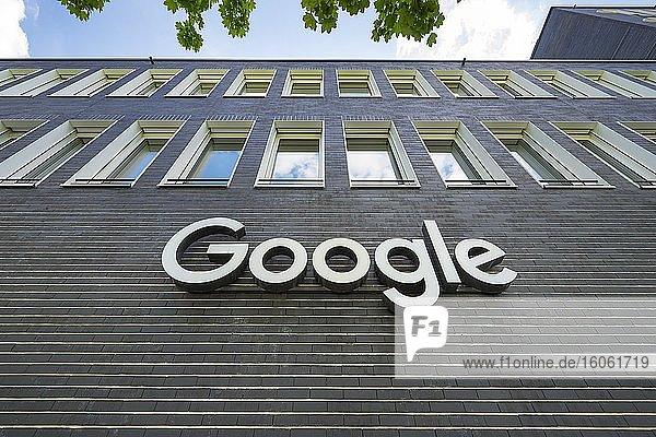 Google Schriftzug an der Firmenzentrale  Neuhausen  München  Oberbayern  Bayern  Deutschland  Europa