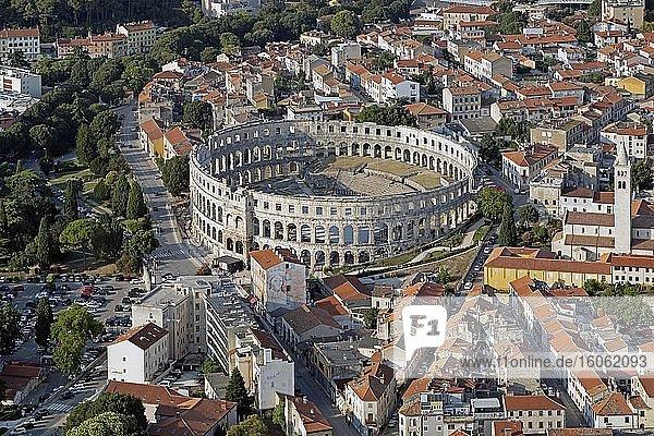 Luftaufnahme  Pula  Istrien  Kroatien  Europa