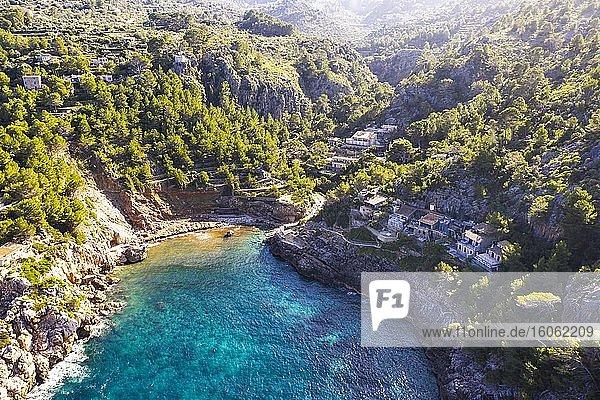 Cala Deià  bei Deia  Serra de Tramuntana  Drohnenaufnahme  Mallorca  Balearen  Spanien  Europa