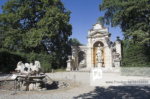 Europe  Italy  Lombardia  Limbiate  Parco delle Groane  Castellazzo  Villa Pusterla Crivelli Arconati is an eighteenth century villa situated in Mombello  (fraction of Limbiate in the Province of Monza and Brianza) fountain in the garden