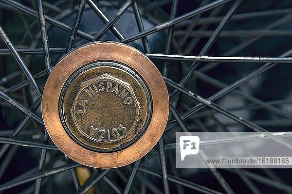 Oldtimer Hispano-Suiza T16  Baujahr 1917  4 Zylinder  Hubraum 2950 ccm  Leistung 60 PS  max. 80 km/h  4 Gänge Vor  1 Retour  Detail Speichen und Radkappe aus Kupfer  Österreich  Europa
