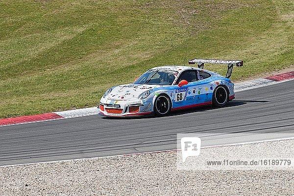 Porsche 911 Cup auf Rennstrecke  FIA-GT3 Langstreckenrennen  24-Stunden-Rennen  Nürburgring  Grand Prix Strecke  Nürburg  Eifel  Rheinland-Pfalz  Deutschland  Europa