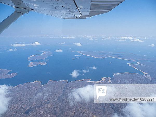 Luftaufnahme des Kariba-Sees  dem volumenmässig grössten künstlich angelegten See und Stausee der Welt  Simbabwe  Afrika