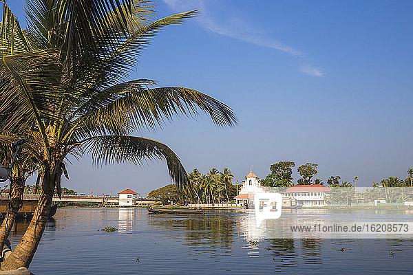 Kirche  Backwaters  Alappuzha (Alleppey)  Kerala  Indien  Asien