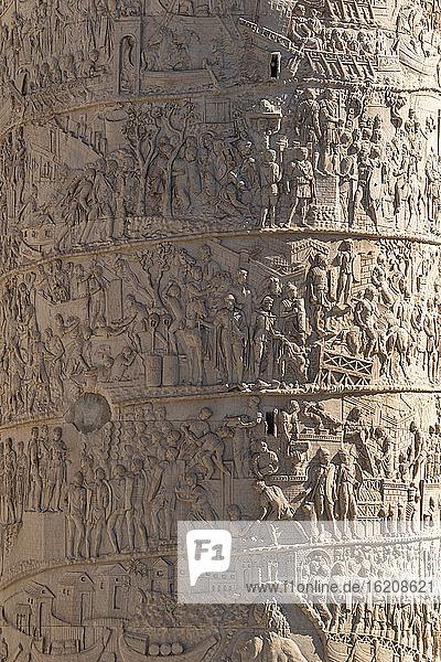 Trajanssäule  UNESCO-Weltkulturerbe  Rom  Latium  Italien  Europa