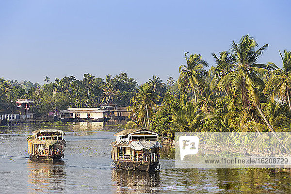 Hausboote auf Backwaters  Alappuzha (Alleppey)  Kerala  Indien  Asien