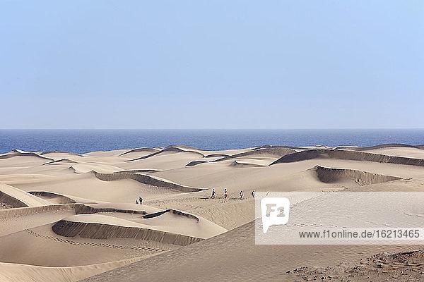 Spain  Gran Canaria  Playa del Ingles  Tourist on sand dunes of maspalomas
