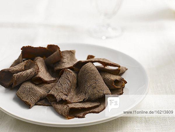 Carpaccio aus mariniertem Rindfleisch  Nahaufnahme