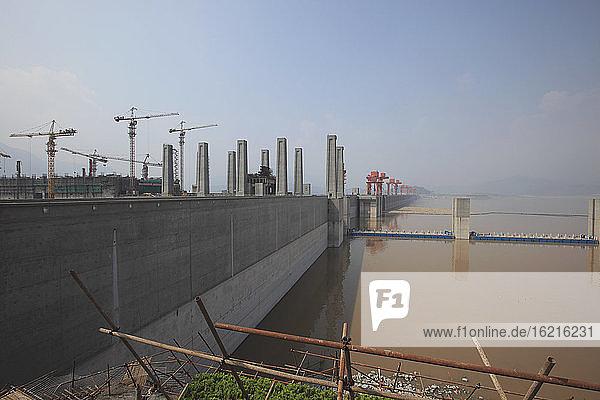 China  Blick auf den Drei-Schluchten-Damm